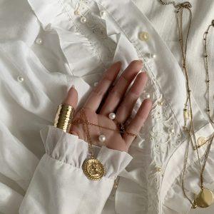 main et bijoux